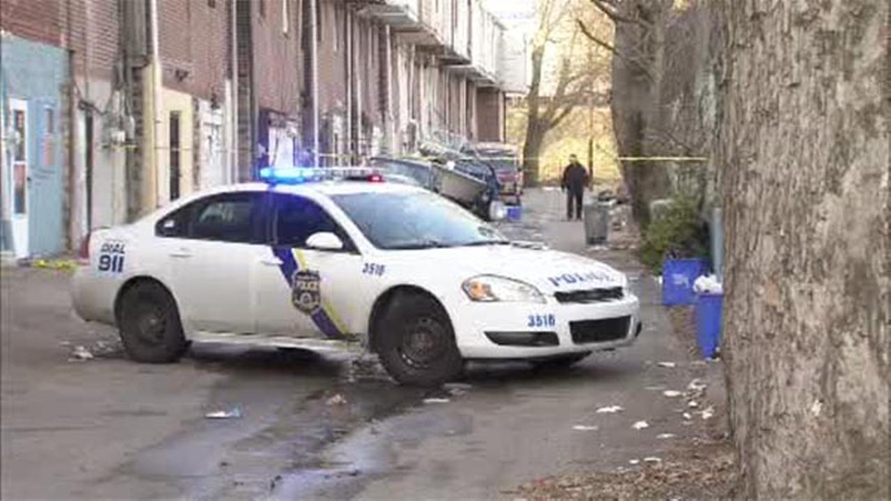 Man found shot in alleyway in Olney