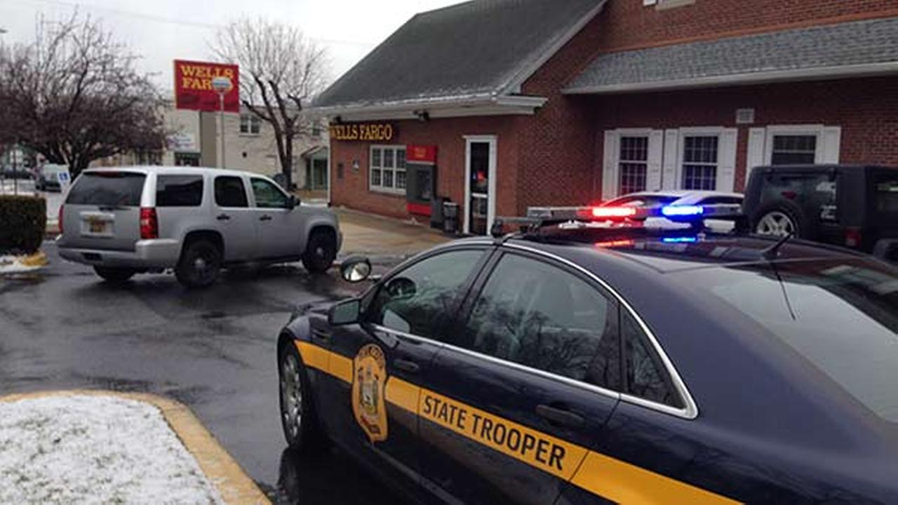 2 suspects sought in Delaware bank robbery