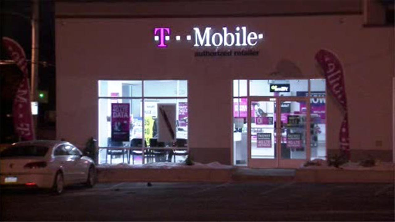 2 sought in armed robbery at T-Mobile store in Rhawnhurst