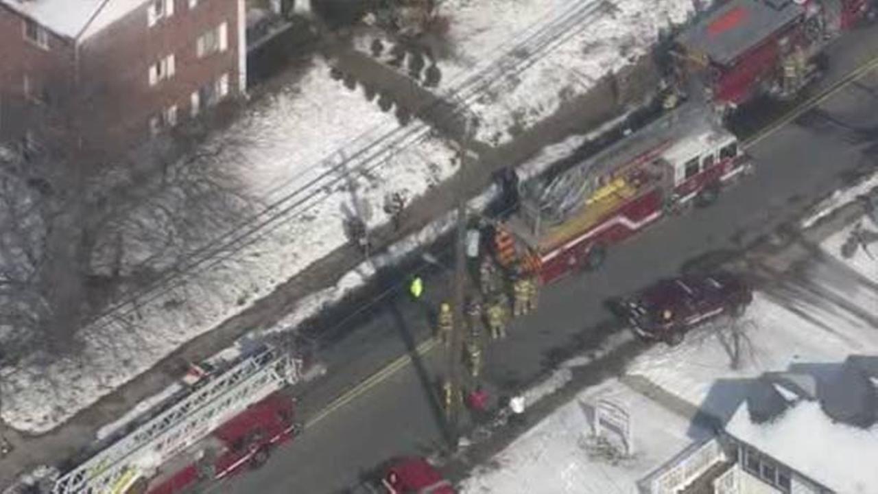 Fire crews battle apartment blaze in South Jersey
