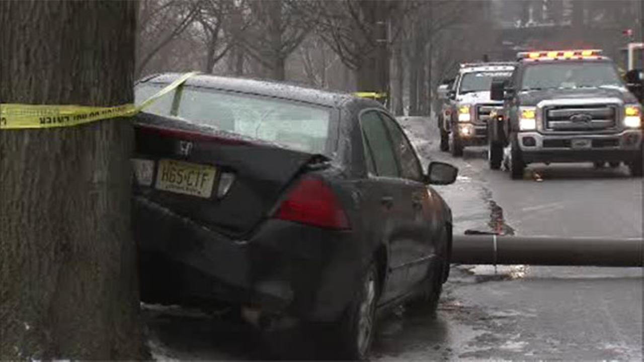 Car crashes on Kelly Drive amid icy conditions