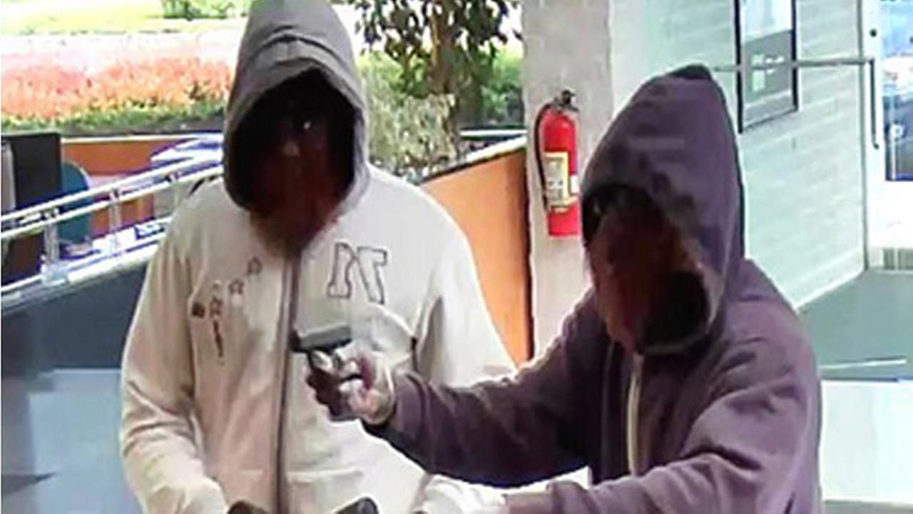 Suspects in Upper Southampton bank robbery