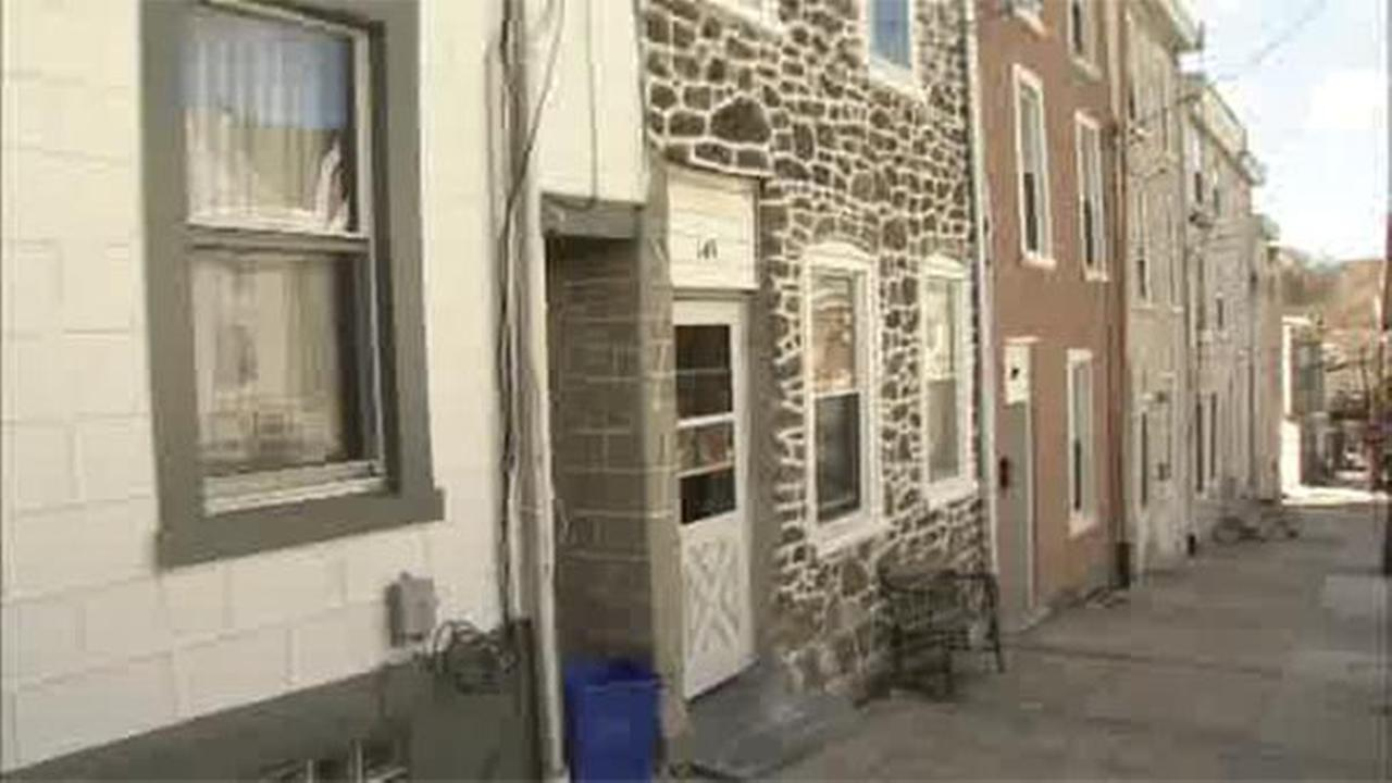 1 injured in house fire in Manayunk