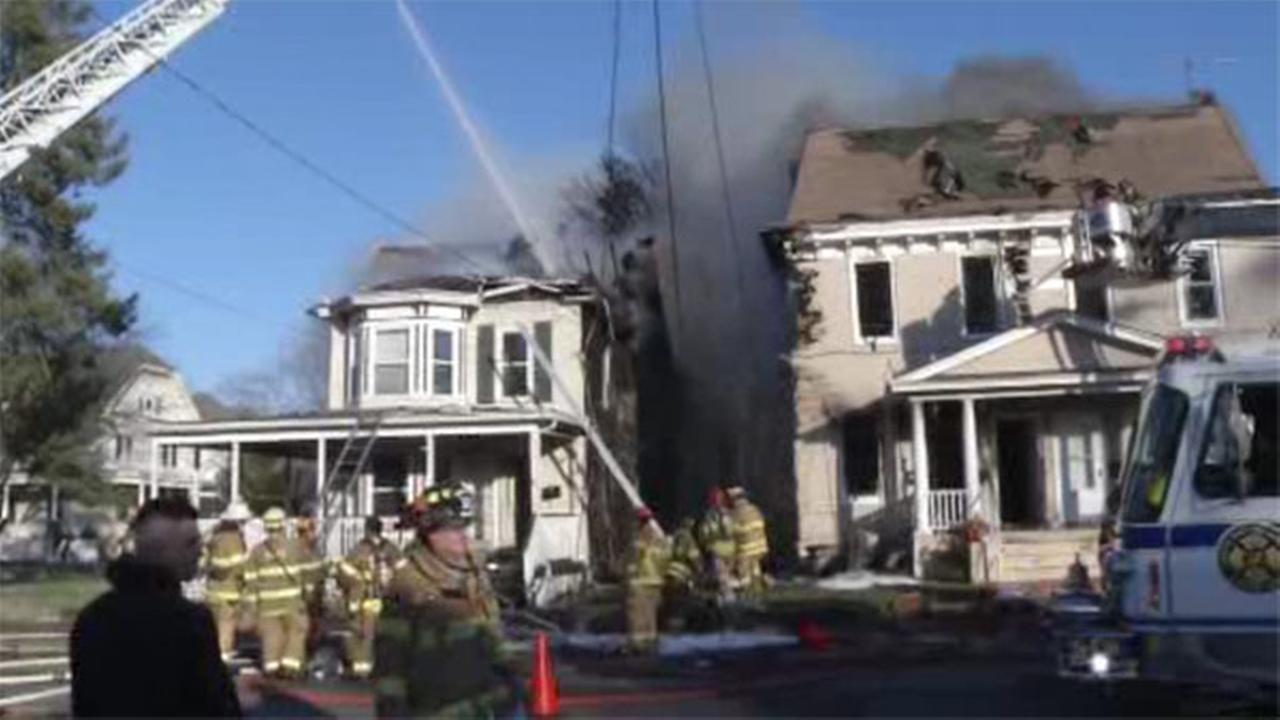 2 homes damaged in fast-moving fire in Penns Grove