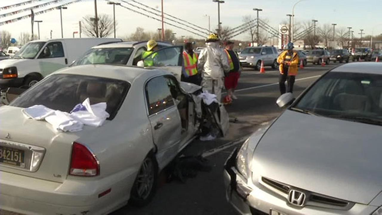 7 hurt, including several children, in multi-vehicle crash in New Castle, Delaware