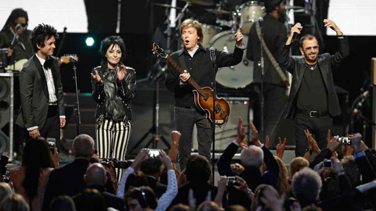 Billie Joe Armstrong, left to right, Joan Jett, Paul McCartney and Ringo Starr perform at the Rock and Roll Hall of Fame Induction Ceremony Sunday, April 19, 2015, in Cleveland.