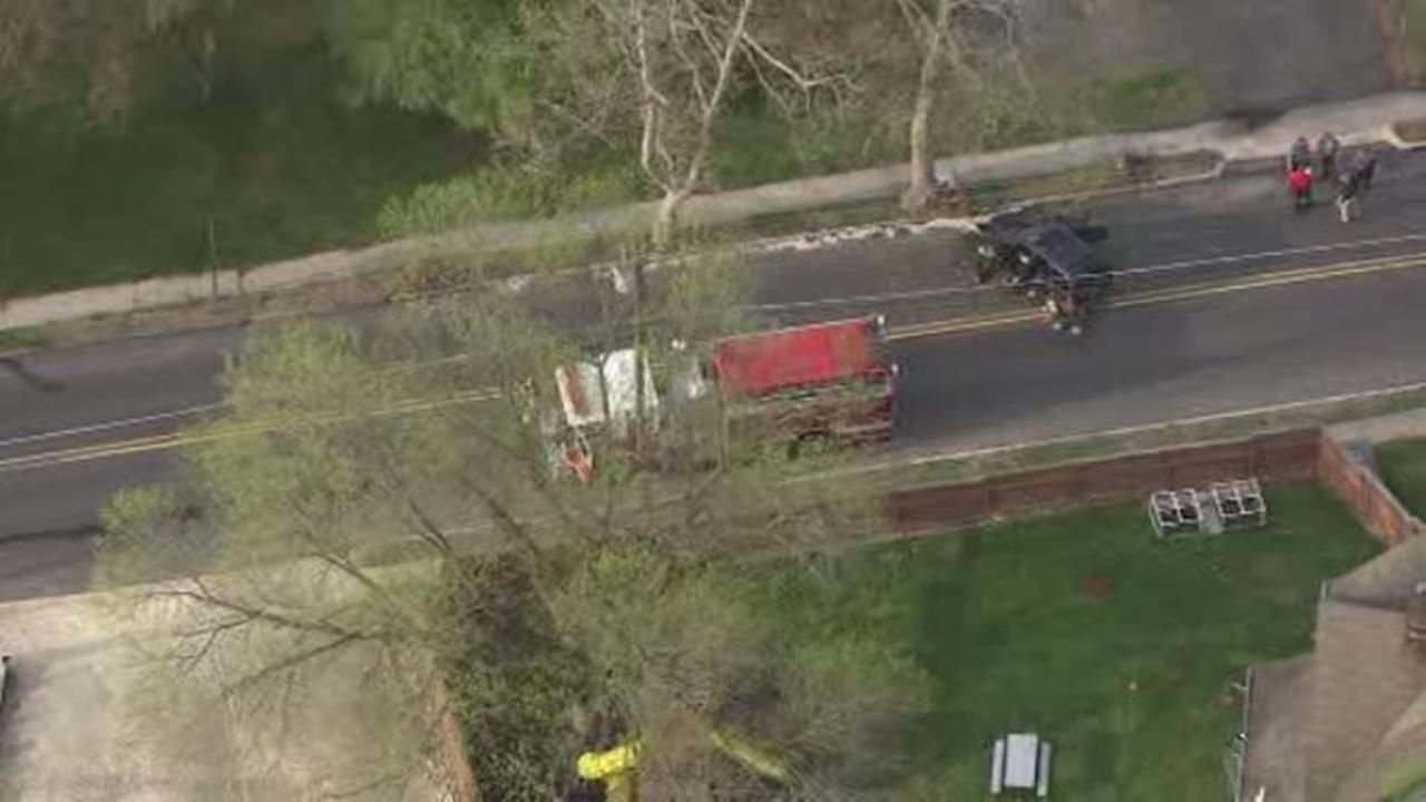 Car crashes into tree in Camden County, 2 injured