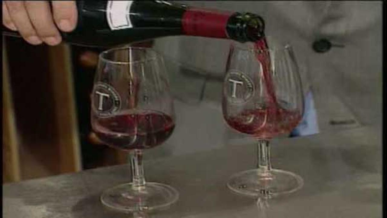 Study: Drinking a glass of wine makes you more attractive