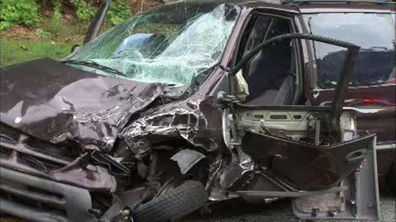 2 injured in Kelly Drive collision