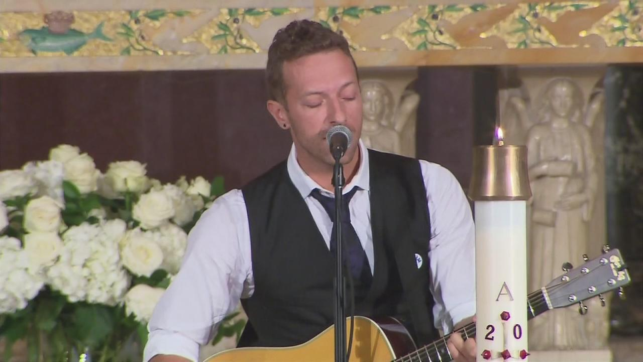 VIDEO: Chris Martin of Coldplay performs at Beau Bidens funeral