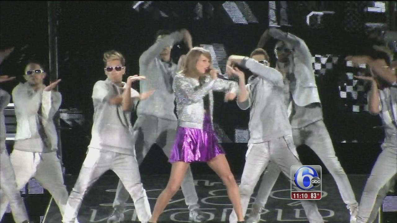 VIDEO: Taylor Swift shakes it off with 70K fans at the Linc