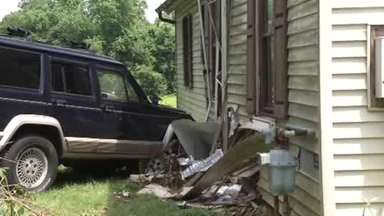 SUV crashes into home in Hockessin, Del.