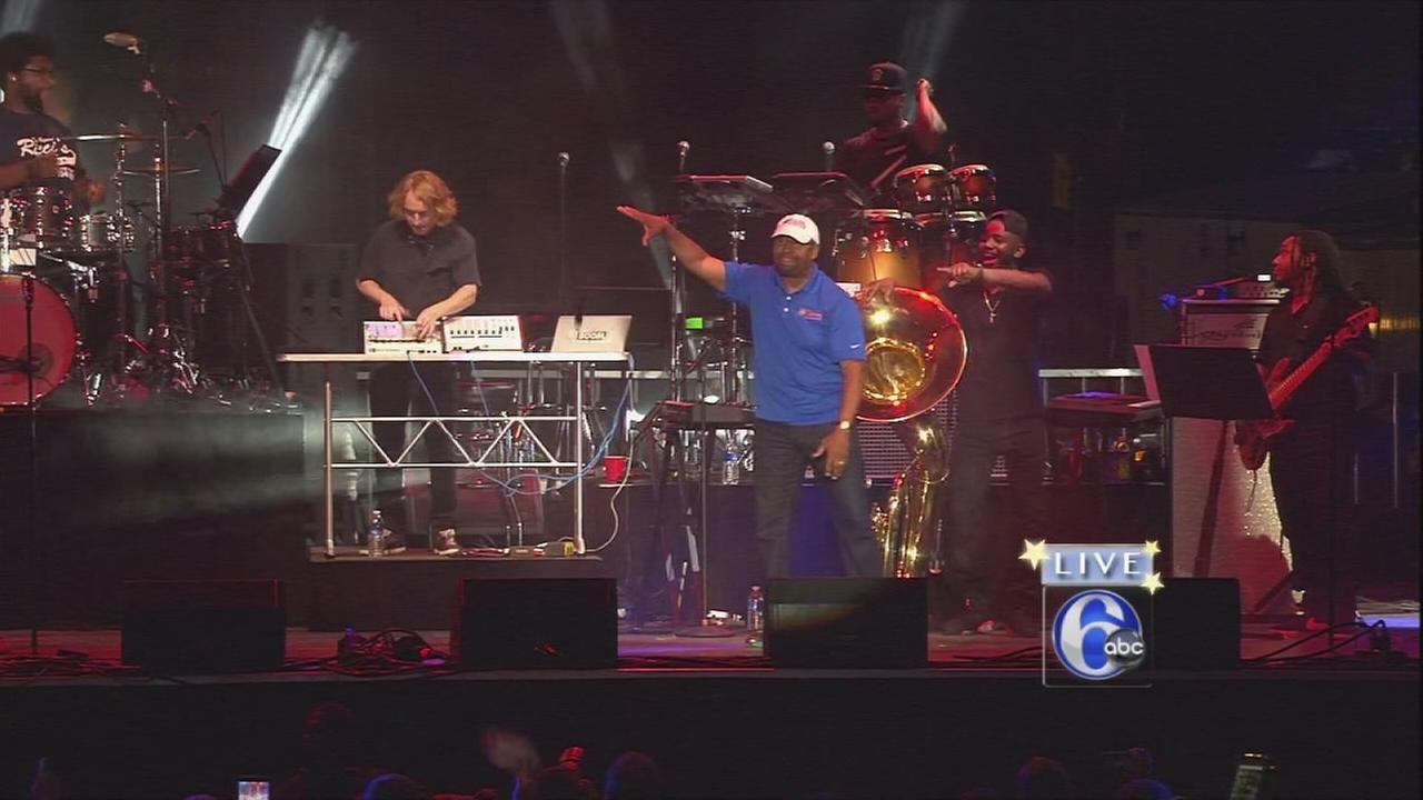 VIDEO: Mayor Nutters drop-the-mic performance