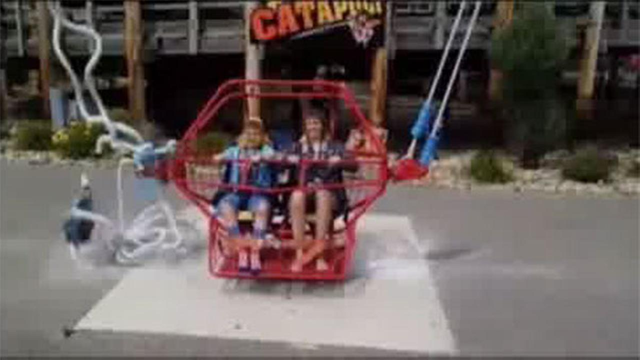 Bungee cord snaps on amusement ride