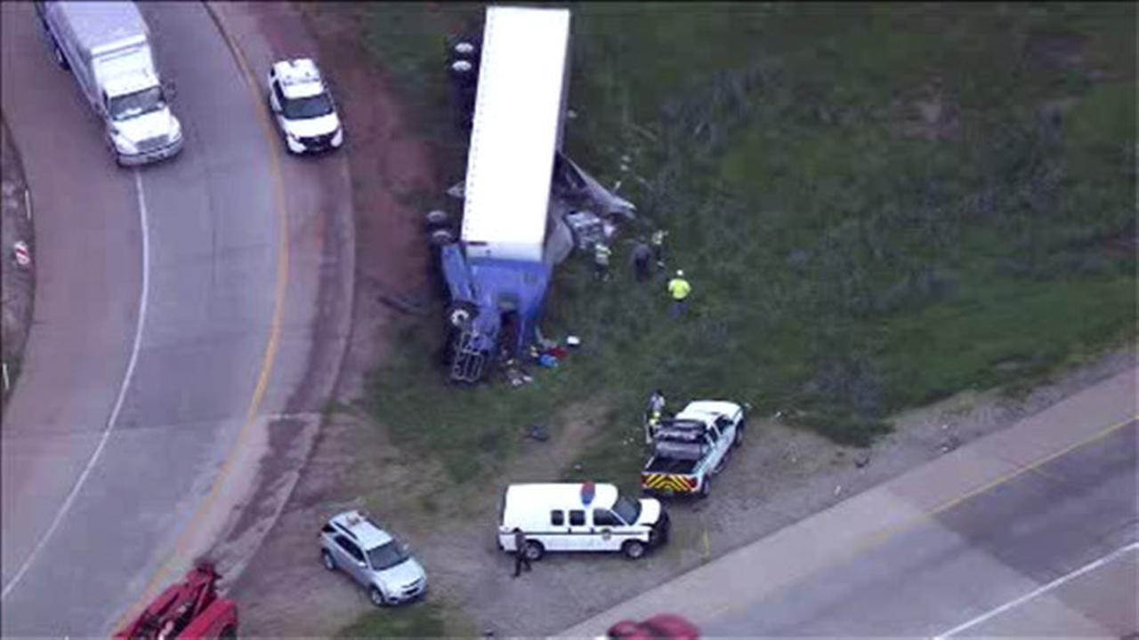 Tractor trailer overturns on ramp from Pa. Turnpike to Blue Route