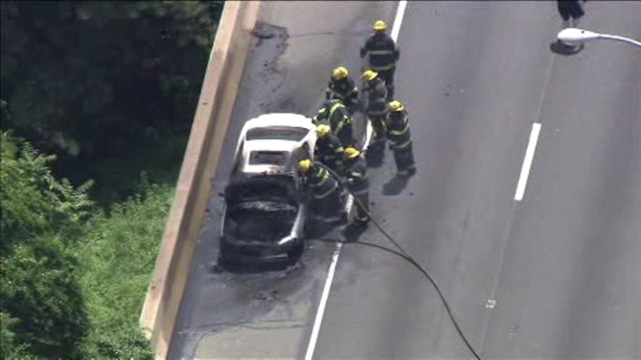 Car catches fire on WB Schuylkill Expressway near I-676