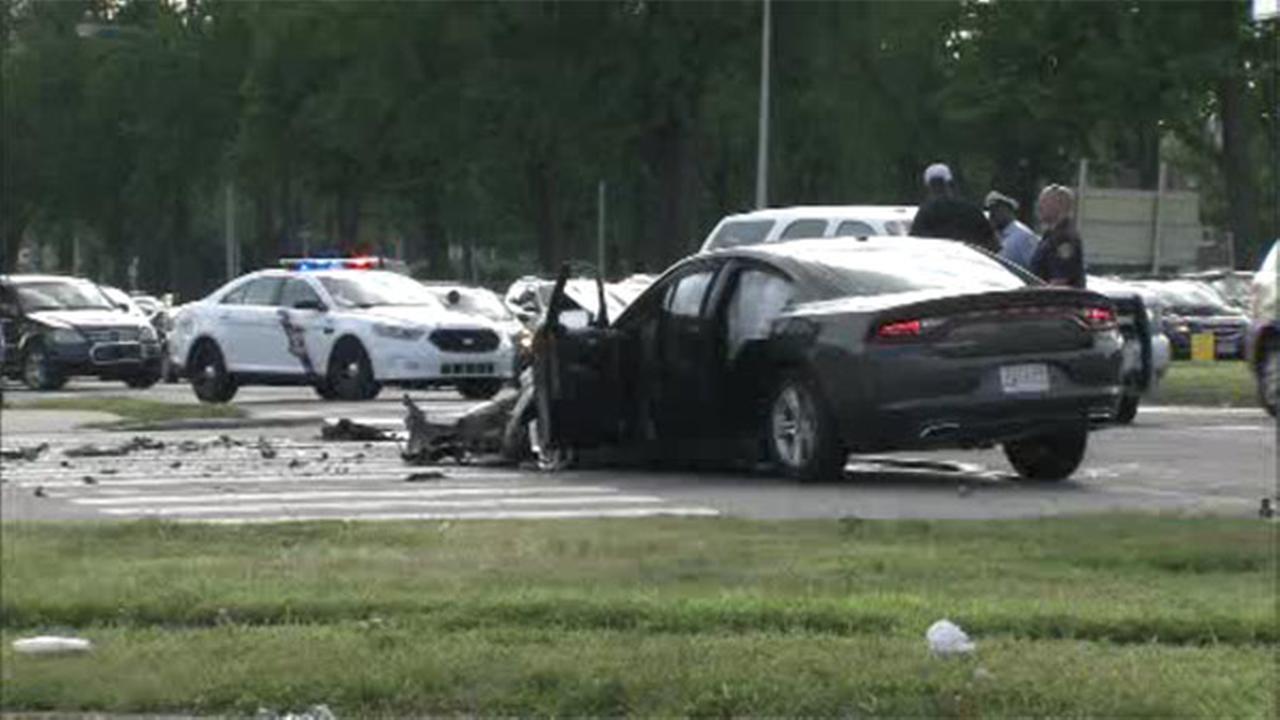 3 injured in 2-vehicle crash in Mayfair