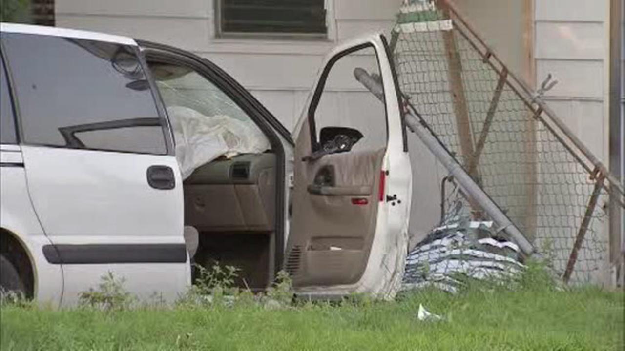 Minivan crashes into Kensington home