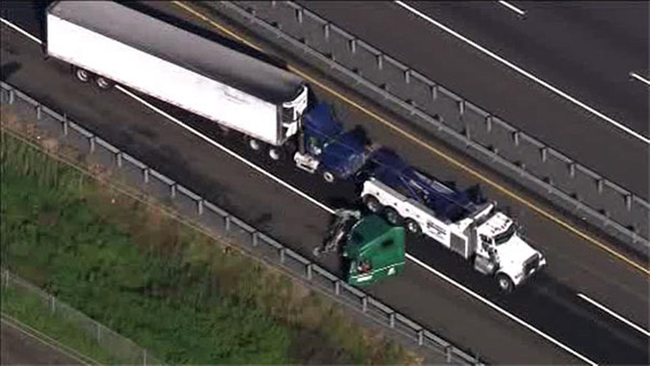 Tractor-trailers collide on NJ Turnpike