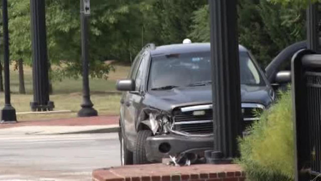 Police officer, 2 others injured in Wilmington crash