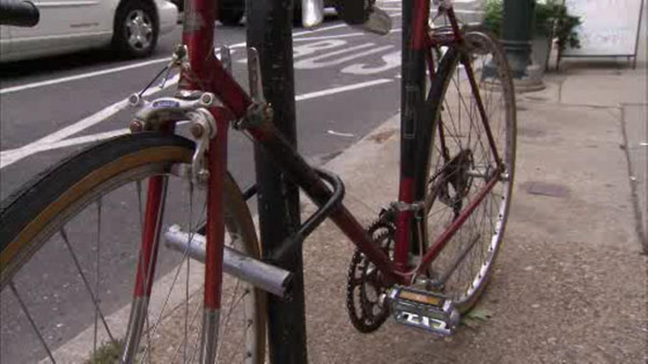 Philly sweeps streets for abandoned bikes before pope visit