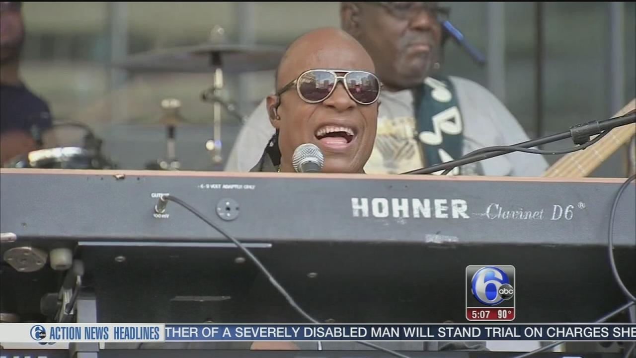 VIDEO: Stevie Wonder free concert
