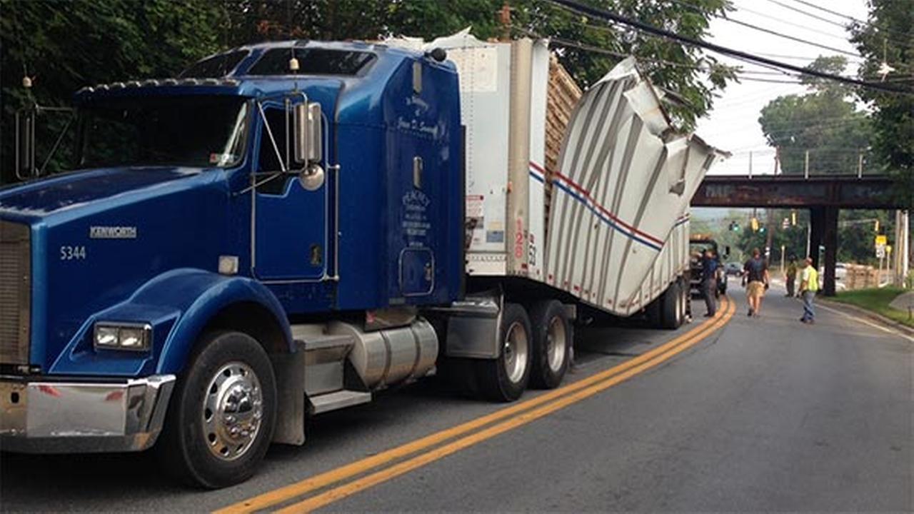 Struck truck slows traffic in Newark, Delaware