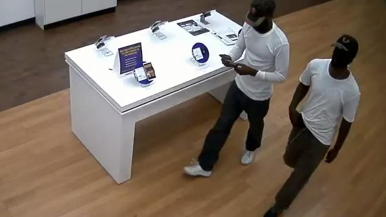 Suspects with plastic gun rob MetroPCS store in Hunting Park