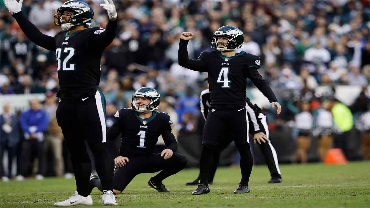 Philadelphia Eagles Jake Elliott (4) reacts after kicking a field goal during the second half of an NFL football game, Sunday, Nov. 25, 2018, in Philadelphia.