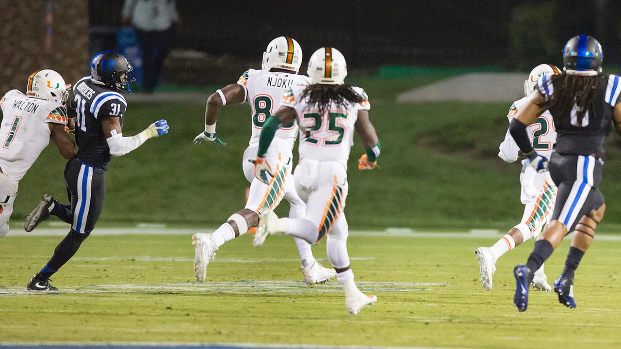Miamis Corn Elder (29) returns a kickoff, which featured multiple laterals before Elder subsequently received the final lateral, and scores to beat Duke