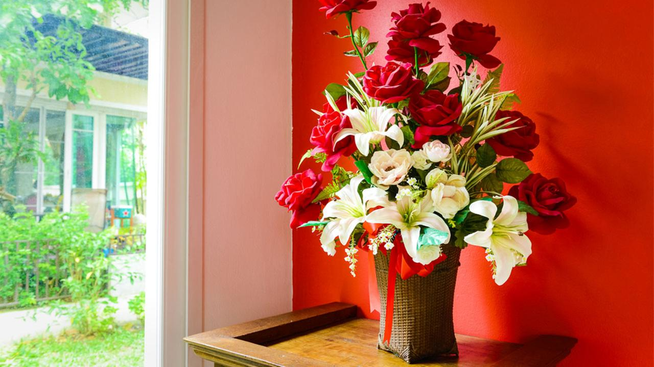 BBB: Avoid Valentine's Day flower scams