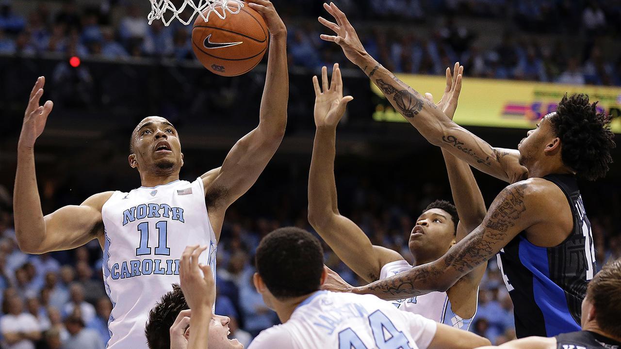 North Carolinas Brice Johnson (11) drives to the basket as Dukes Brandon Ingram defends Wednesday.