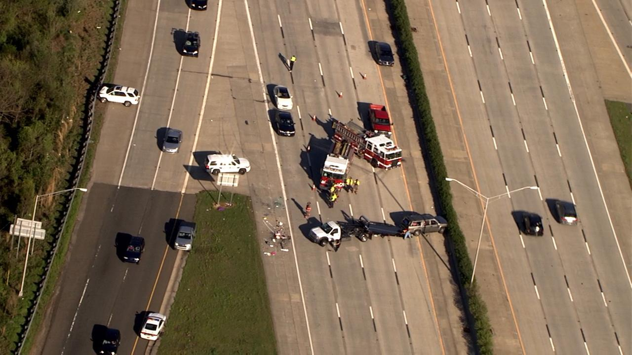 Chopper 11HD was overhead a wreck late Saturday afternoon on I-85 southbound