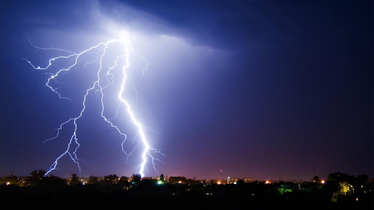 The longest bolt of lightning ... EVER!