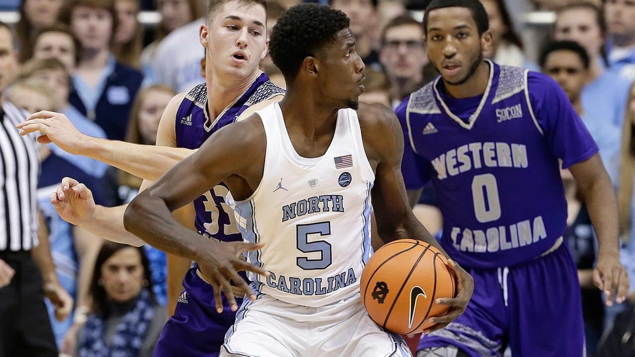 North Carolinas Jalek Felton (5) controls the ball during the second half of an NCAA college basketball game in Chapel Hill, N.C., Wednesday, Dec. 6, 2017.