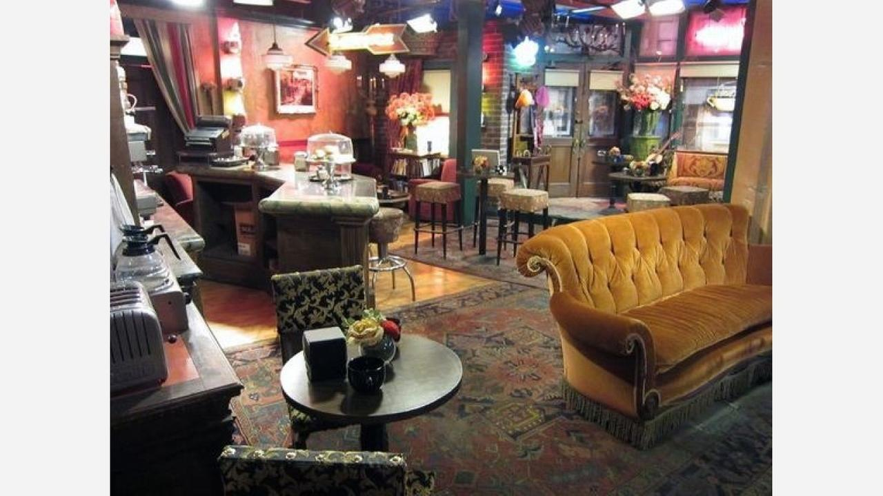 The Friends set at Warner Bro. Studios.| Photo: Alan Light/Flickr