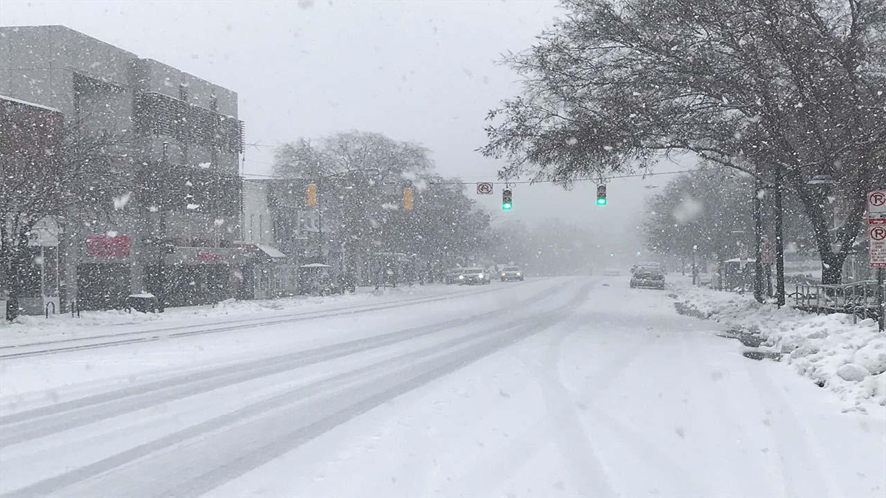 Snow on Franklin Street at UNC