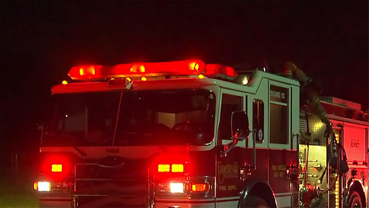 Crews respond to fire at sub shop in Fayetteville strip mall
