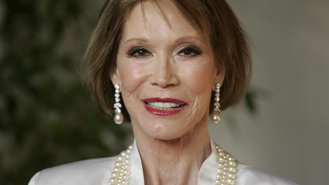 Mary Tyler Moore arrives for the 13th Annual Screen Actors Guild Awards in 2007. (AP Photo/Chris Carlson)