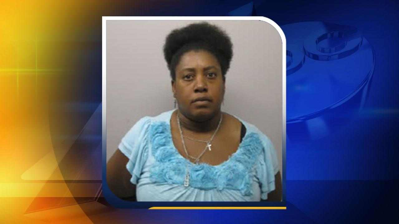 Woman accused of cashing dead boyfriends check