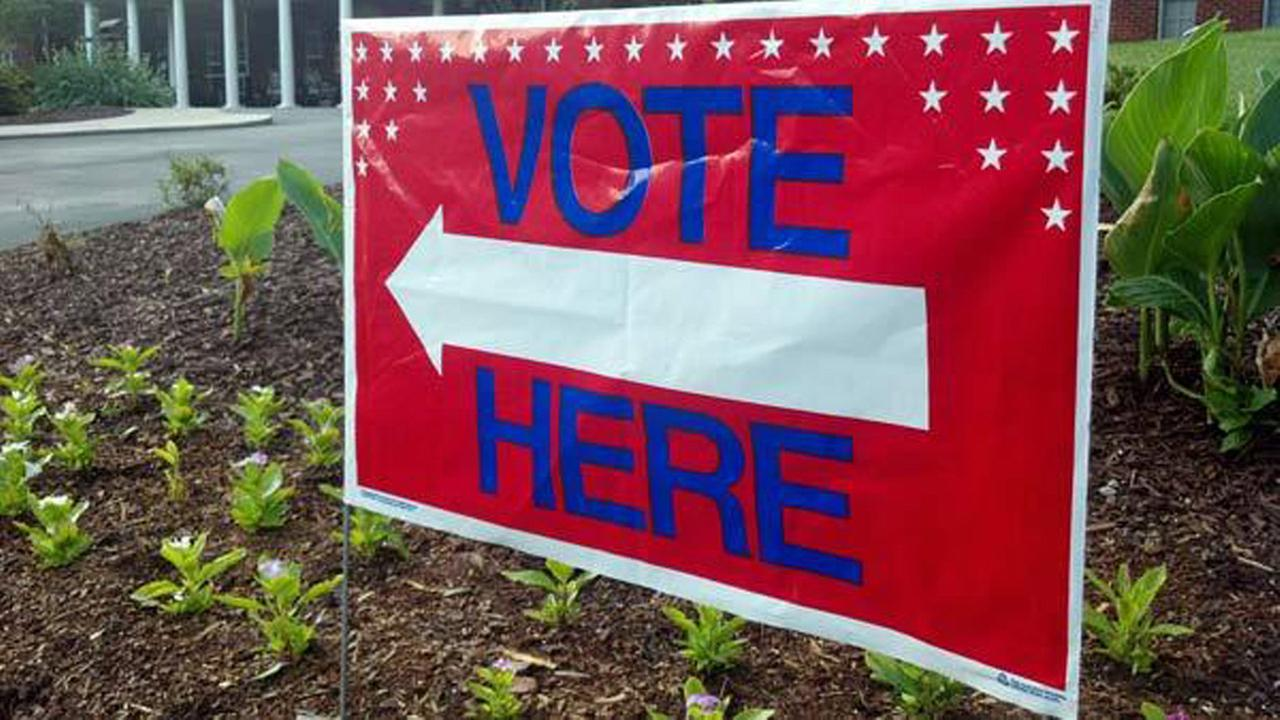 Vote here sign generic