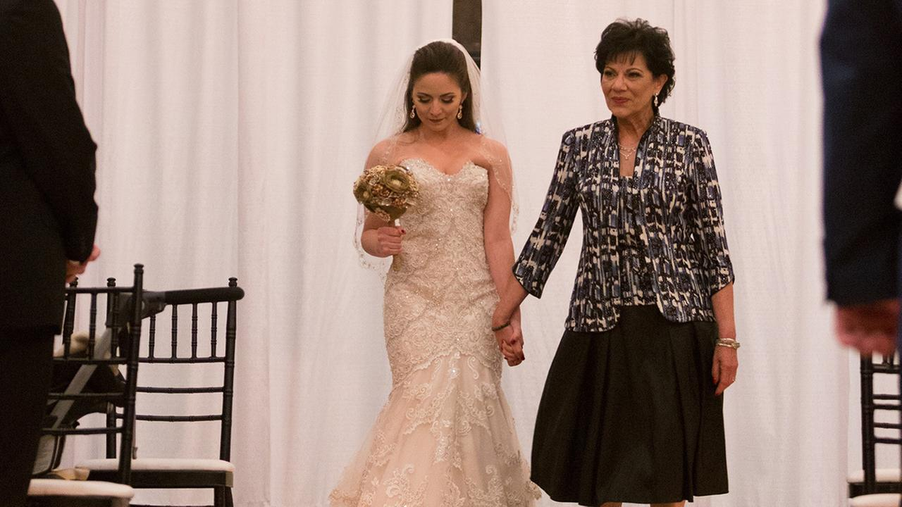 Angelica Alvarez and her mother on Angelicas wedding day