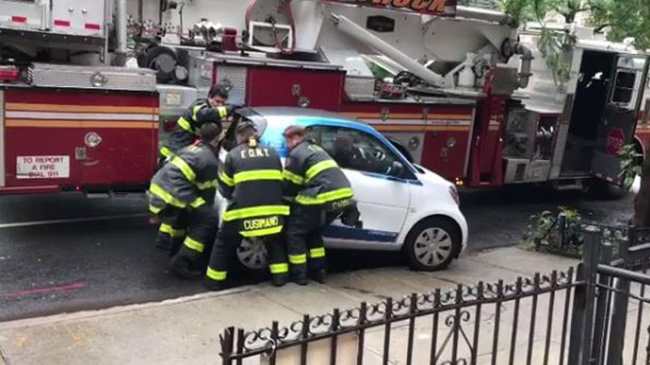 New York firefighters lift smart car blocking emergency route