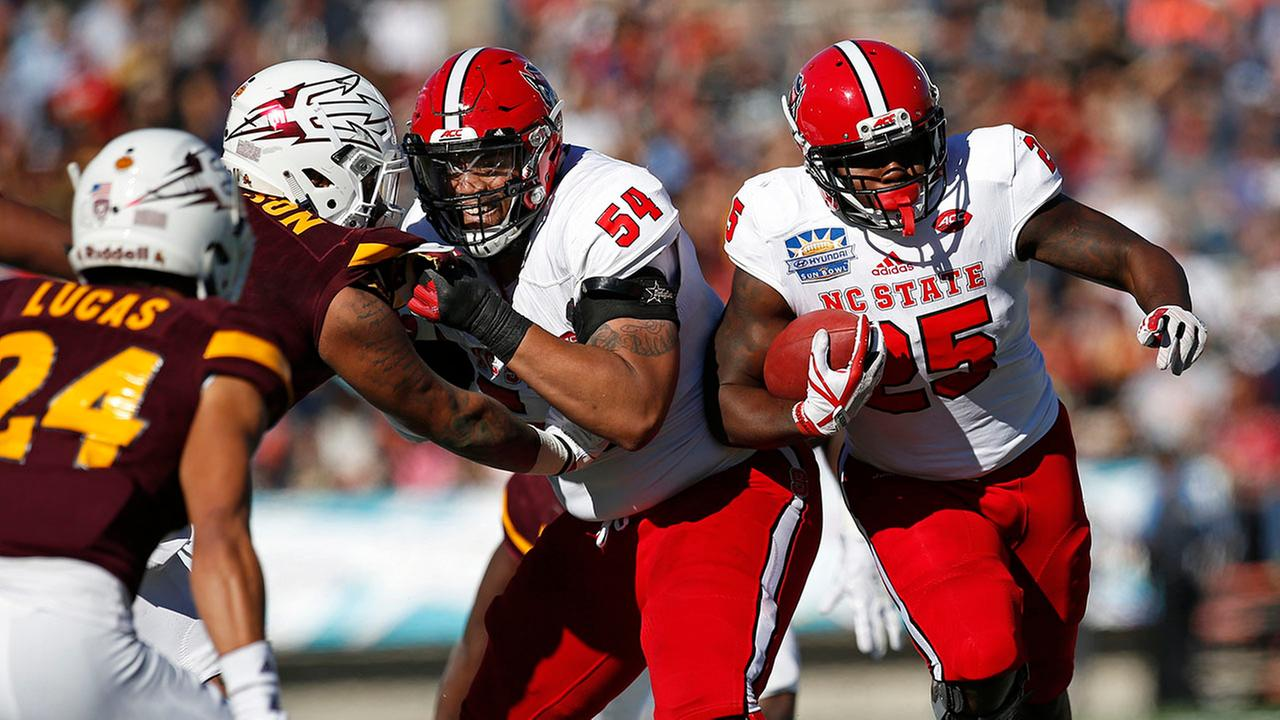 NC State offensive tackle Will Richardson (54) blocks Arizona State tight end Jay Jay Wilson to spring Reggie Gallaspy during the Sun Bowl on Dec. 29. 2017.