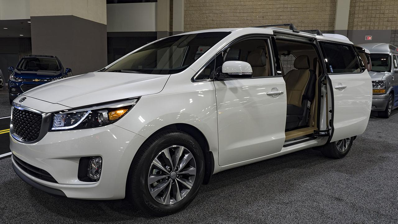 Kia Recalls 106000 Sedona Minivans For Sliding Door Problem