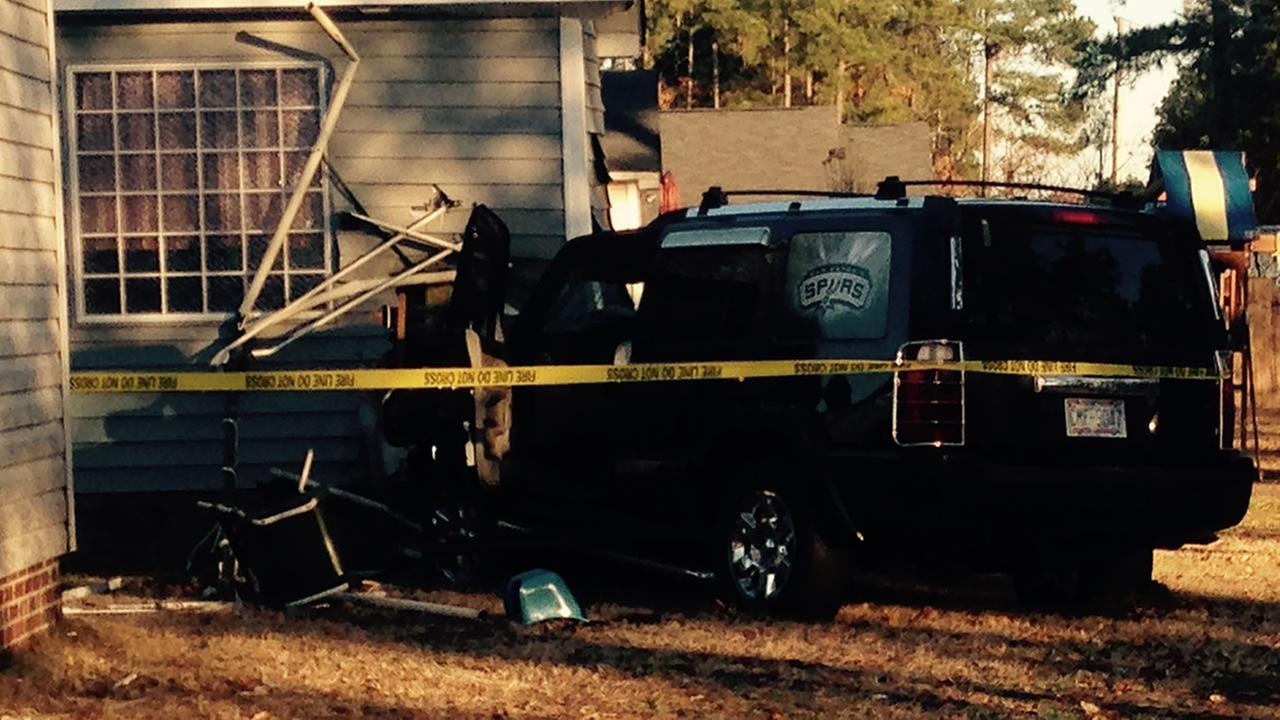 SUV crashes into Hope Mills home