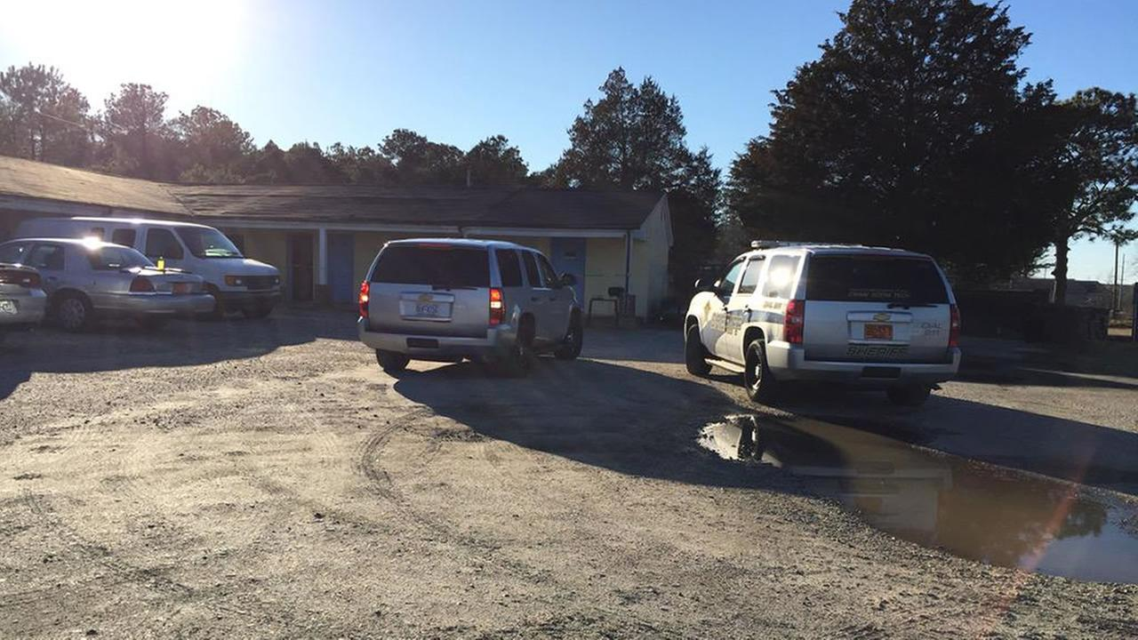Hoke County deputies on scene at Raeford Inn motel where man found dead
