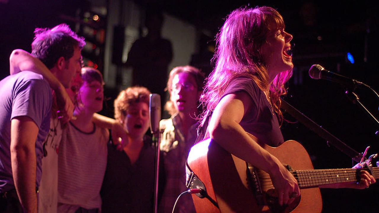 Jenny Lewis at Cats Cradle in Carrboro, NC. June 12, 2009 (image source: Wikimedia Commons)