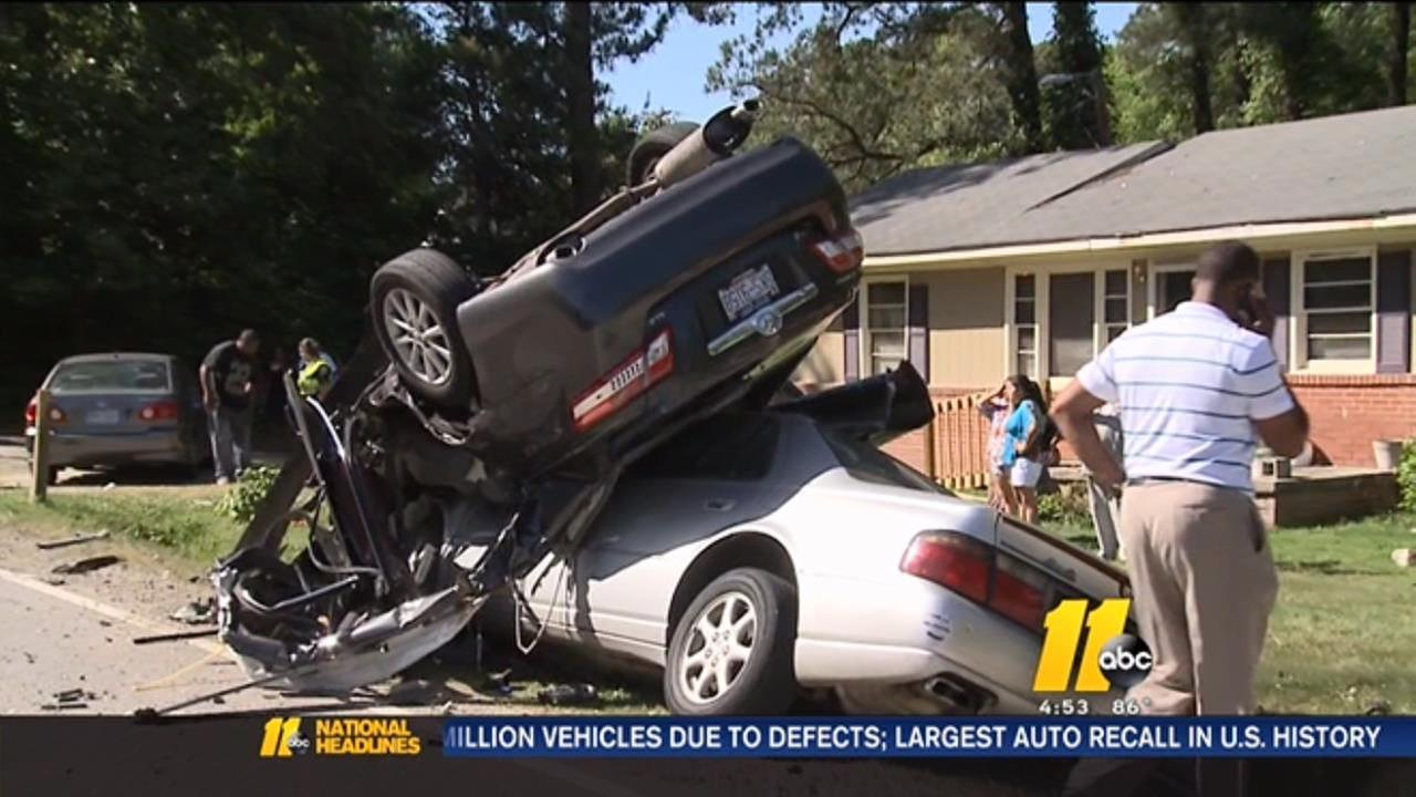 Multi-vehicle crash leaves at least 5 injured in Durham