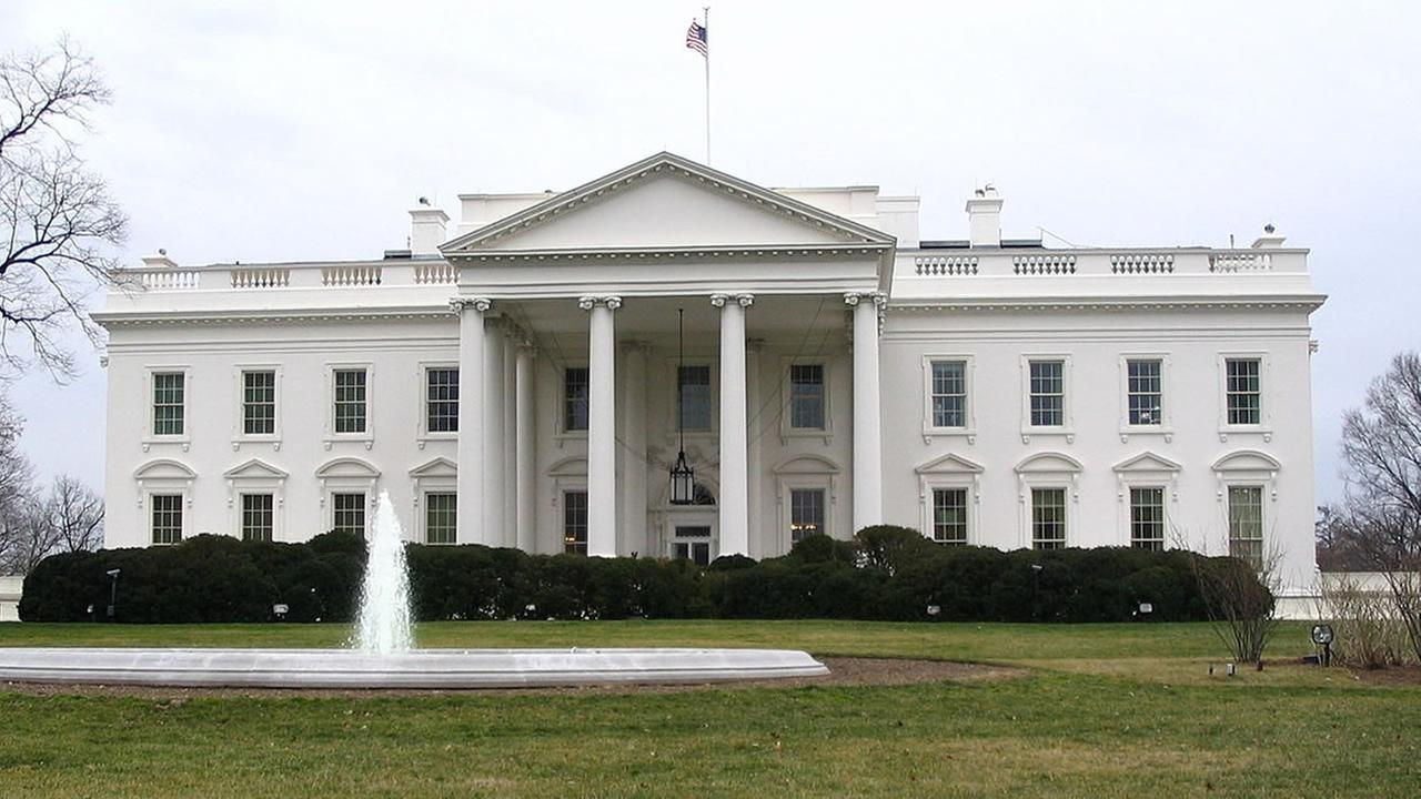 The White House (images source: Wikimedia Commons)